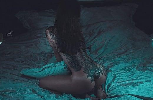 rencontre libertine toulouse femme brune sexy lit belles fesses