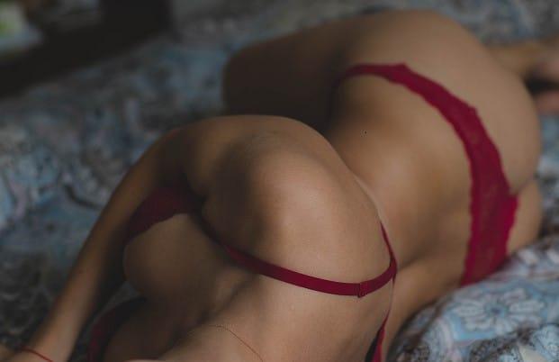 rencontre libertine toulouse femme brune sexy lit caresses